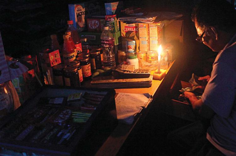 商家點蠟燭做生意source-Nepali-Times