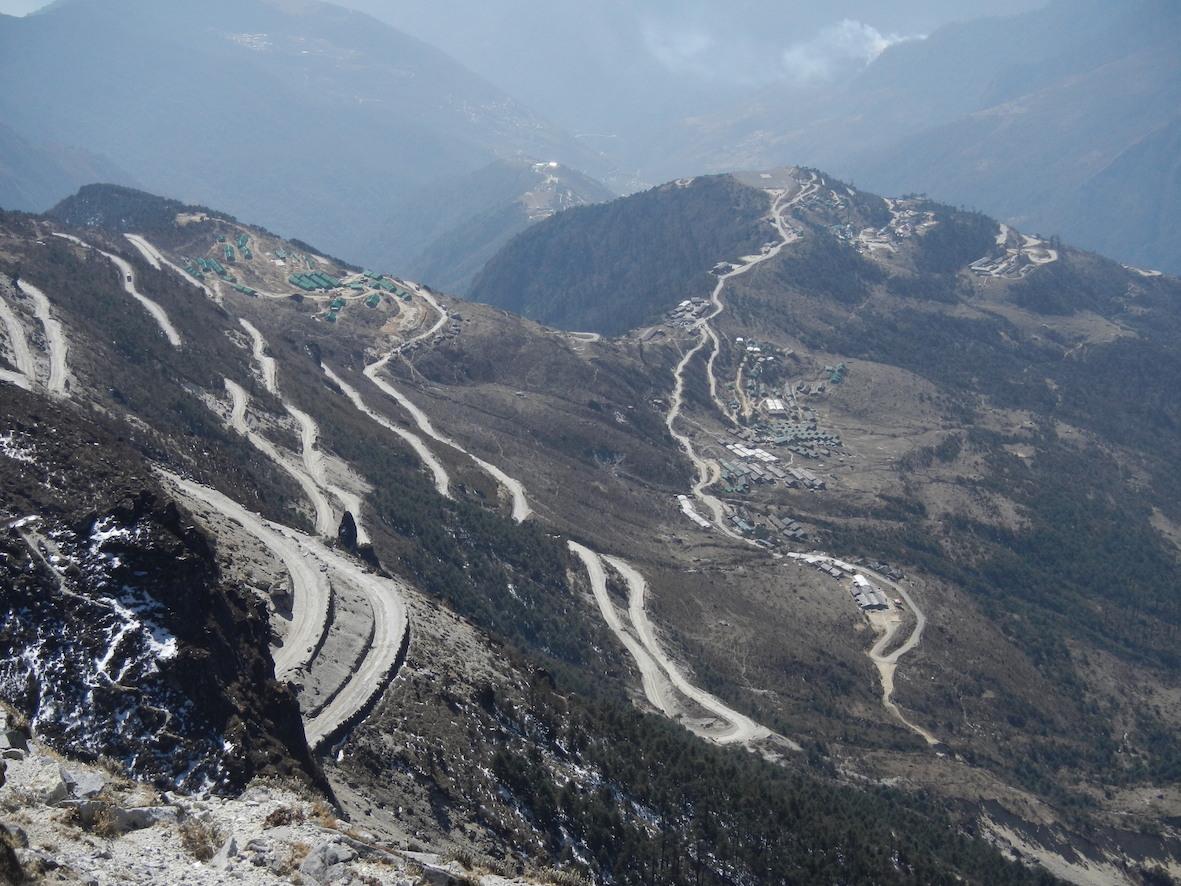 從得讓宗 dirang dzong到色拉的公路
