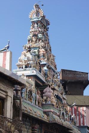 (充滿南印度風格的印度教寺廟)