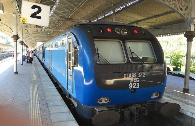 中國為斯里蘭卡打造的藍色列車