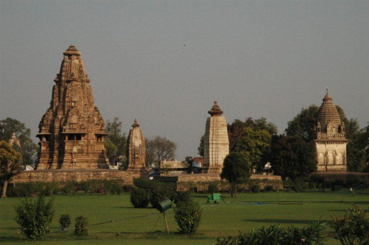 卡朱拉候亞利安式的印度廟
