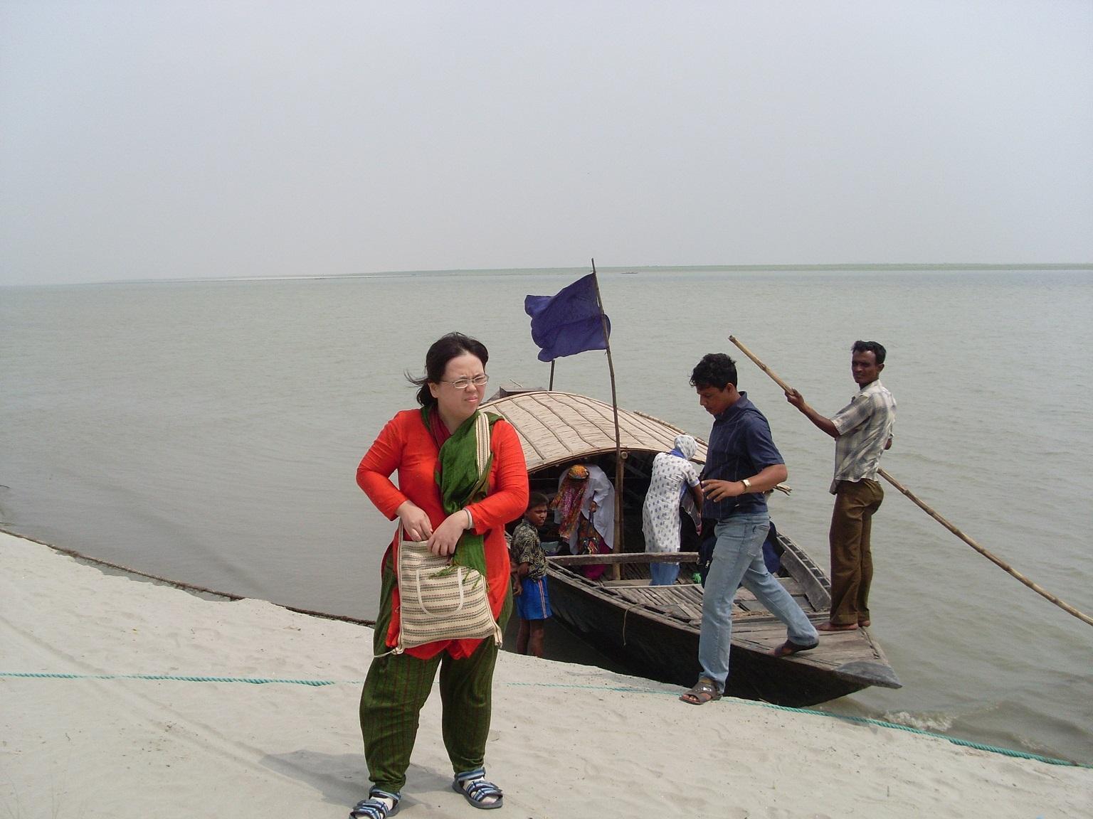 恆河秘境-搭乘水上醫院的載客船(1)