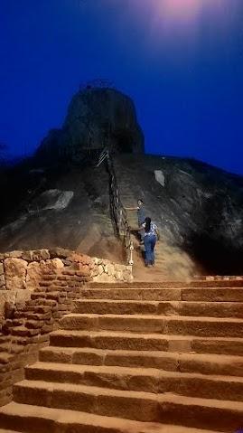 左圖:我們的夜間探險攀岩路徑