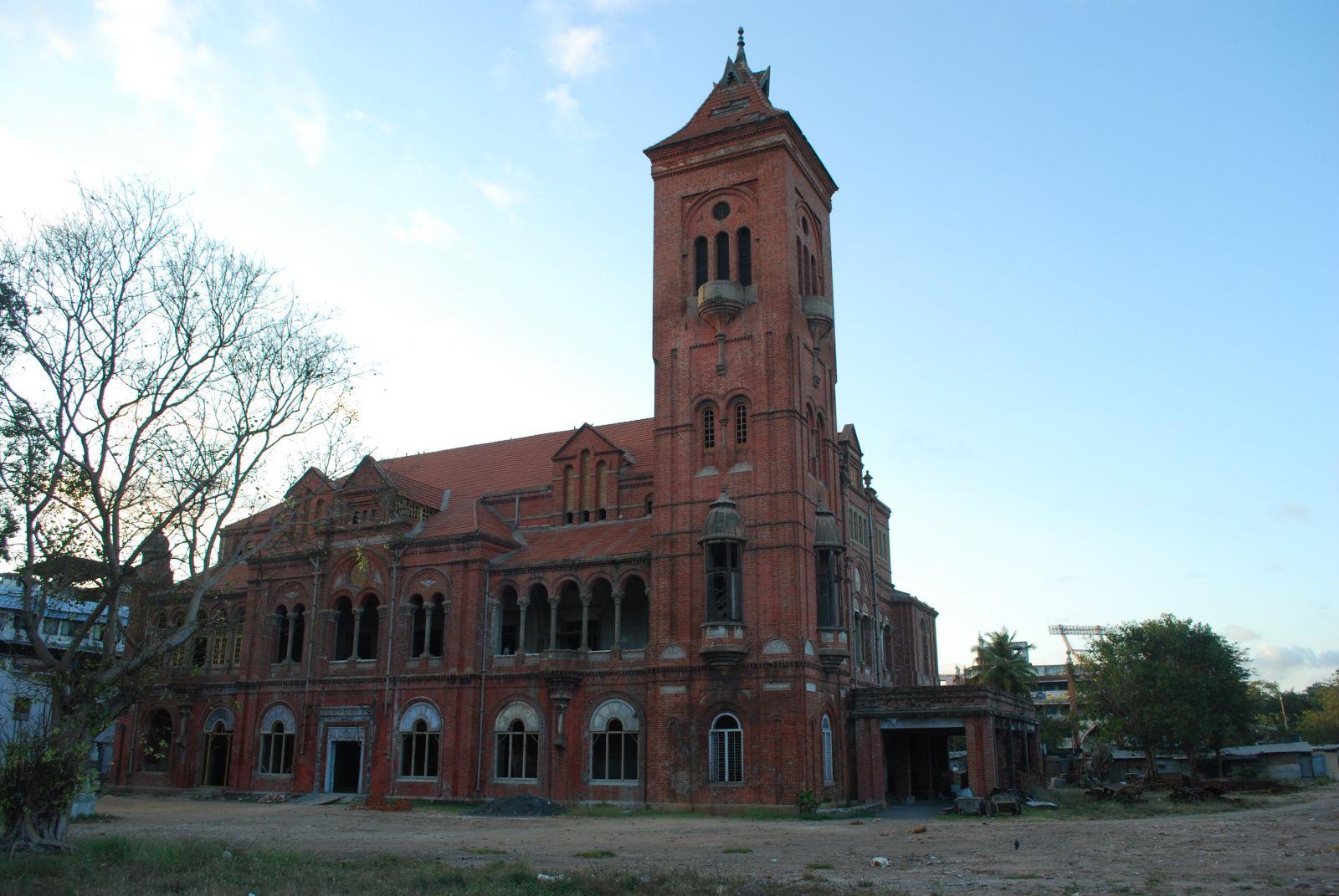 馬德拉斯的維多利亞公會堂,乍看宛若英國鄉村風景