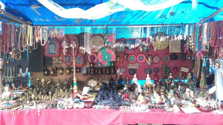 圖說: 達蘭薩拉街頭的西藏工藝品