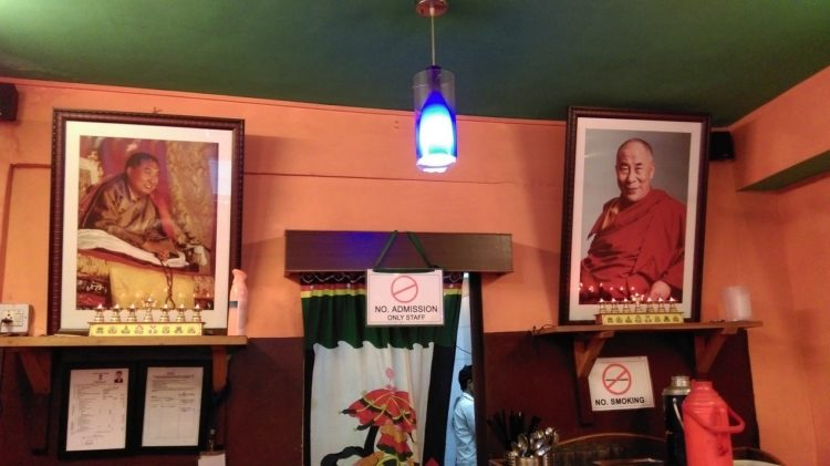 圖說:十世班禪(左)與達賴喇嘛的照片