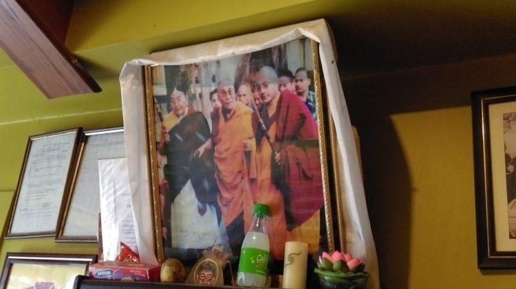 圖說: 左起薩迦法王(Sakya Trizin)、達賴喇嘛及大寶法王