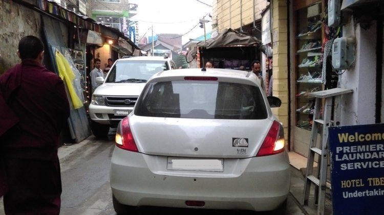 圖說:達蘭薩拉的街道狹窄