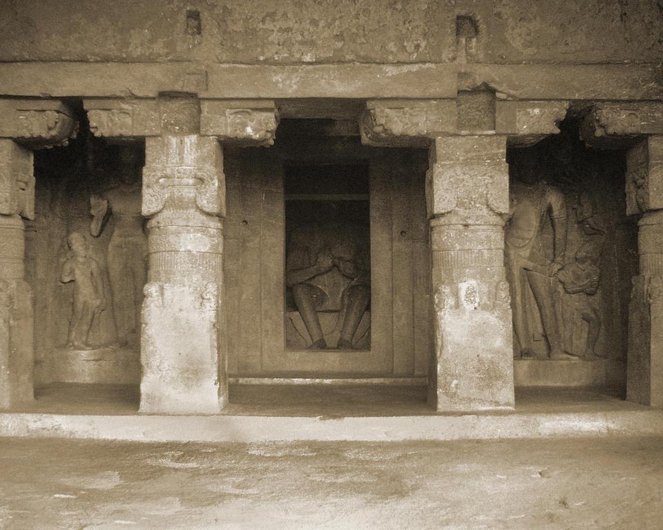2_1380946050_india ellora cave temples garbhagriha 1999 (1)