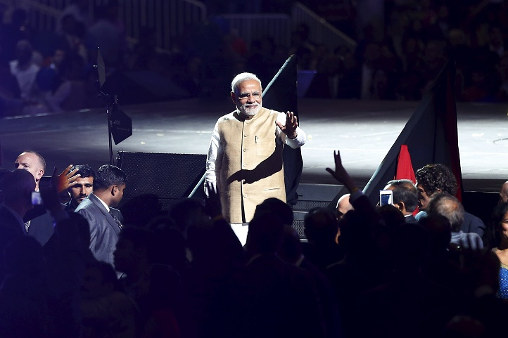 Indian Prime Minister Narendra Modi waves to the crowd after speaking at a community reception at SAP Center in San Jose, California September 27, 2015. REUTERS/Stephen Lam