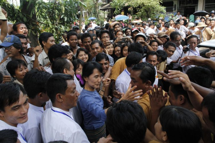 Aung_San_Suu_Kyi_greeting_supporters_from_Bago_State