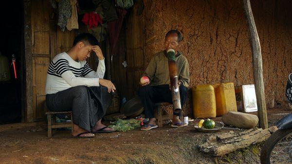 ●王興洪--飾演靠摩托車載客謀生的農村青年,意外邂逅危險情人