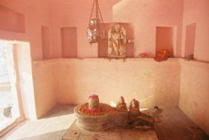 (圖:放置Linga的粉紅色房間,日光和陰影逐漸改變室內的比例)