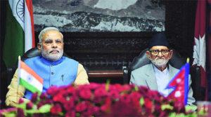 印度總理莫迪(Narendra Modi,左)與尼泊爾總理寇瑞拉(Sushil Koirala,右);圖片來源:PTI