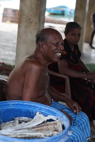 Point Petro海岸的漁夫, Jaffna的難民原本都是靠土地與海洋生活的人, 離開土地與海洋後他們的謀生技能發揮不了作用, 變成了苦力做著僅能糊口但無法儲蓄的工作