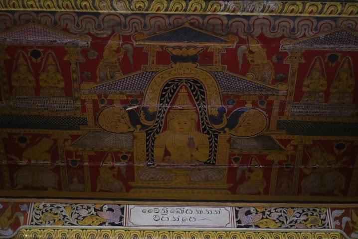 Tooth relic廟宇的壁畫顯示出留白的美學, 這種裝飾風格也表現在銅雕與漆器上