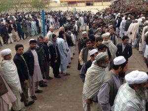 圖/ 阿富汗選民不畏恐怖攻擊排隊等待投票。