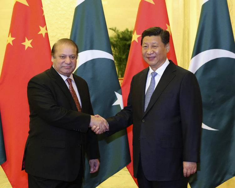 (141108) -- BEIJING, Nov. 8, 2014 (Xinhua) -- Chinese President Xi Jinping (R) shakes hands with Pakistani Prime Minister Nawaz Sharif during their meeting at the Great Hall of the People in Beijing, capital of China, Nov. 8, 2014. (Xinhua/Ding Lin) (wjq)