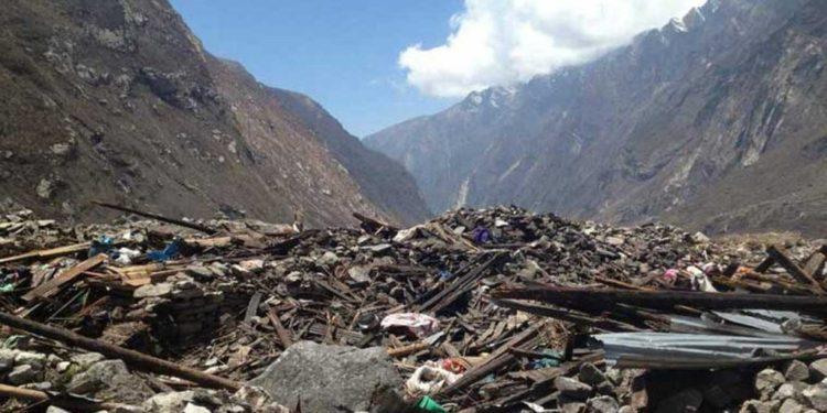 Nepal-le-village-de-Langtang-n-est-plus-que-poussiere-1024x512